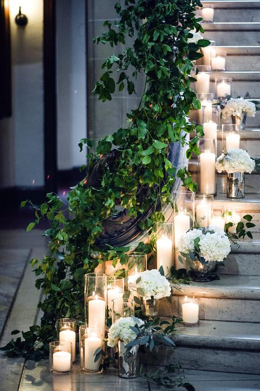 Candle decor idea for wedding