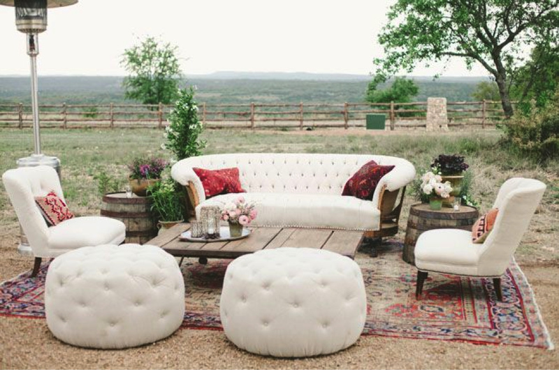 The perfect vintage lounge area for rustic wedding
