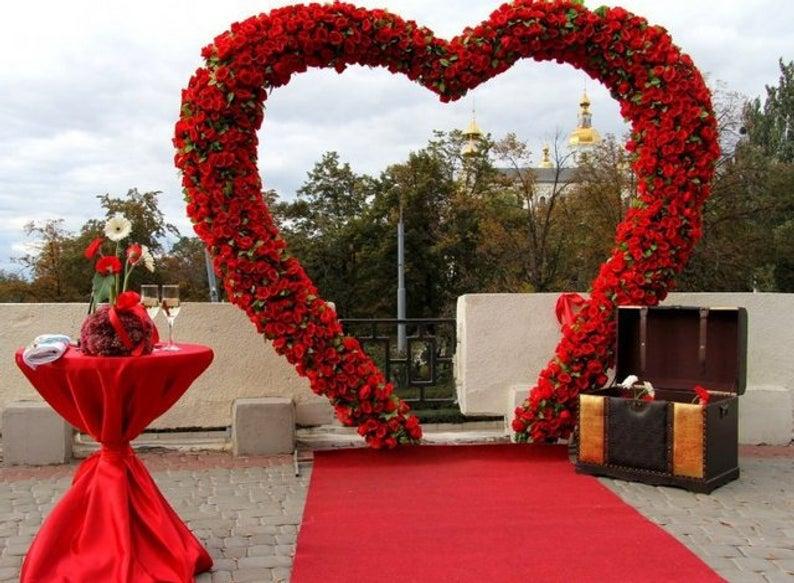 huge red roses heart shape wedding backdrop