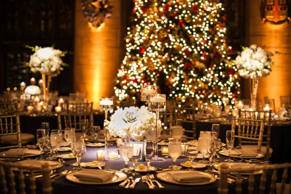 christmas-wedding-centerpieces-classic-christmas-wedding-wedding-reception-photography