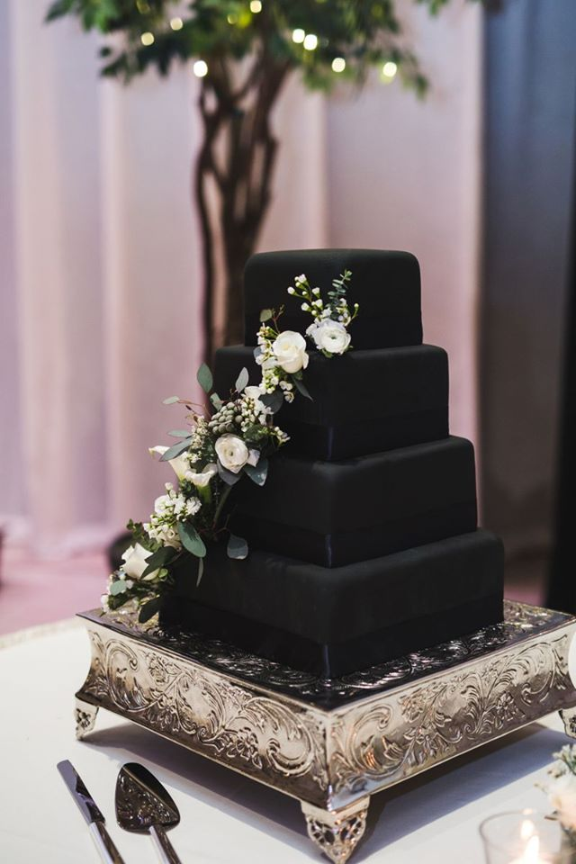 Black-cake-with-white-flowers