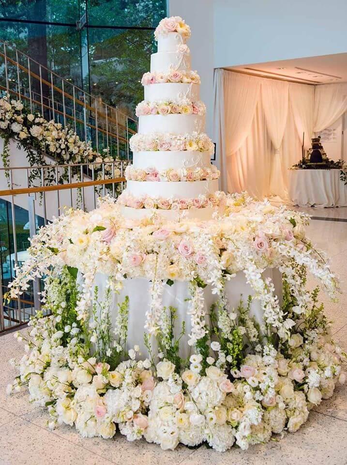 flowers-around-wedding-cakes