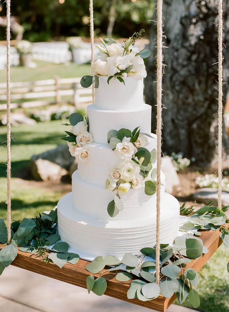 hanging-wedding-cake-trend-