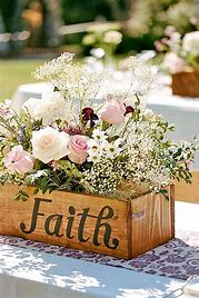 Rustic-Wedding-Pallet-center-pieces-with-flowers