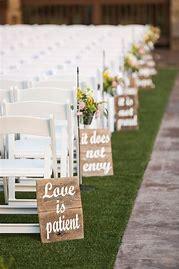 Rustic-Wedding-Pallet-decorate-the-ceremony-isle-