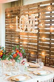 Rustic-Wedding-Pallet-decorate-with-string-lights-