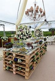 Rustic-Wedding-Pallet-food-table