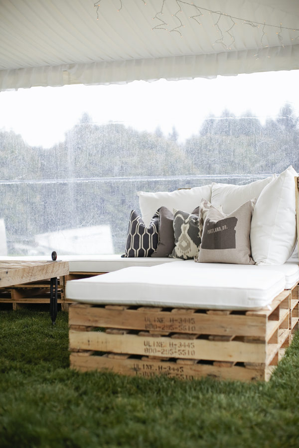 Rustic-wedding-pallet-Day-bed-Seating-idea