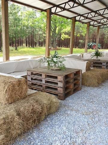 Rustic-wedding-pallet-table-idea
